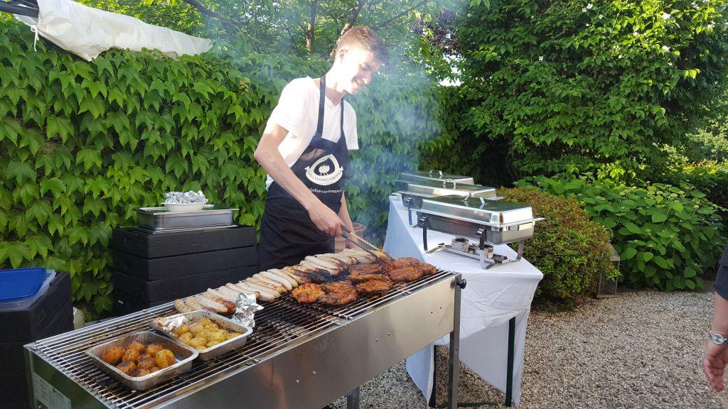 Jan beim Grillen von Grillservice Knepper
