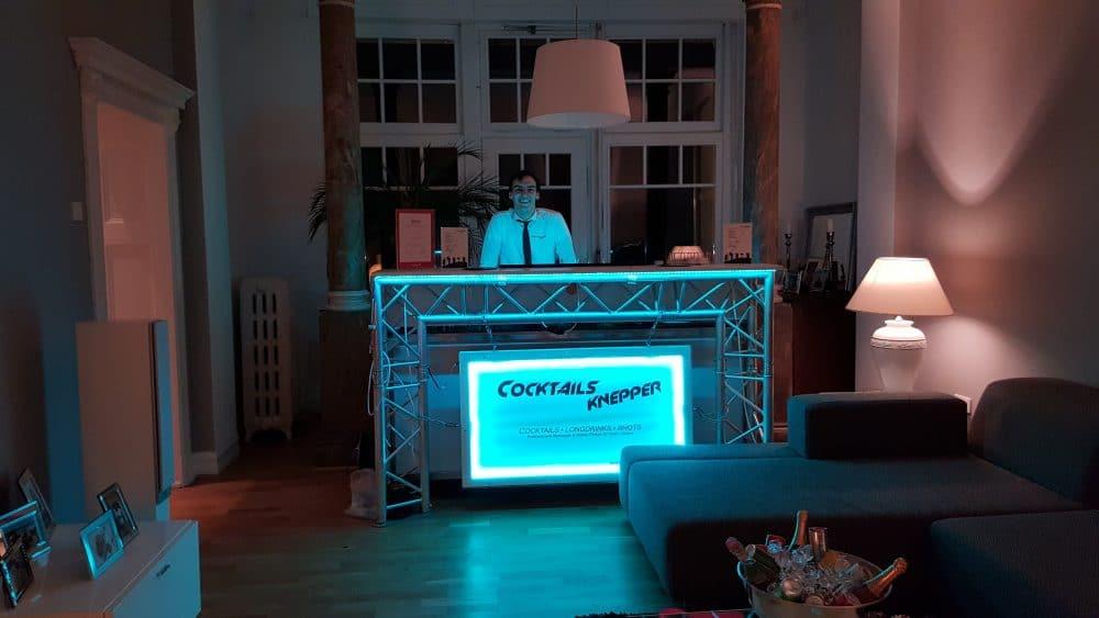 Knepper Management - Mobile Cocktailbar im Wohnzimmer