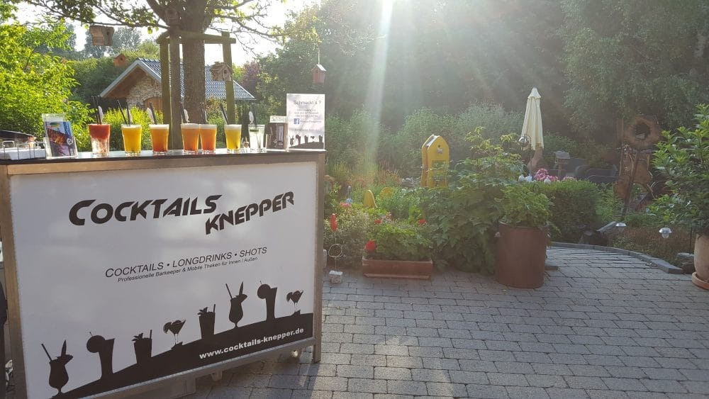 Knepper Management - Mobile Cocktailbar auf der Terrasse