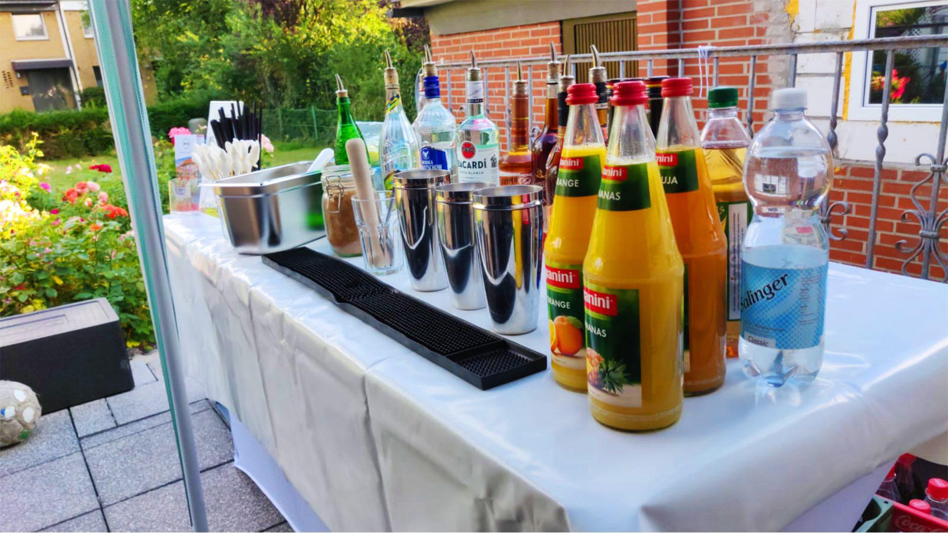 Cocktails Knepper - Cocktailkurs in Bochum - Bei sonnigem Wetter die Cocktailkunst lernen