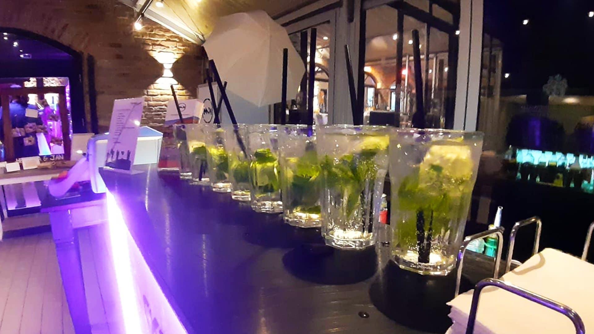 Cocktails Knepper - Mobile Cocktailbar - Fotobox - Unsere Bar bei der Hochzeit von Helena & Jan (1)