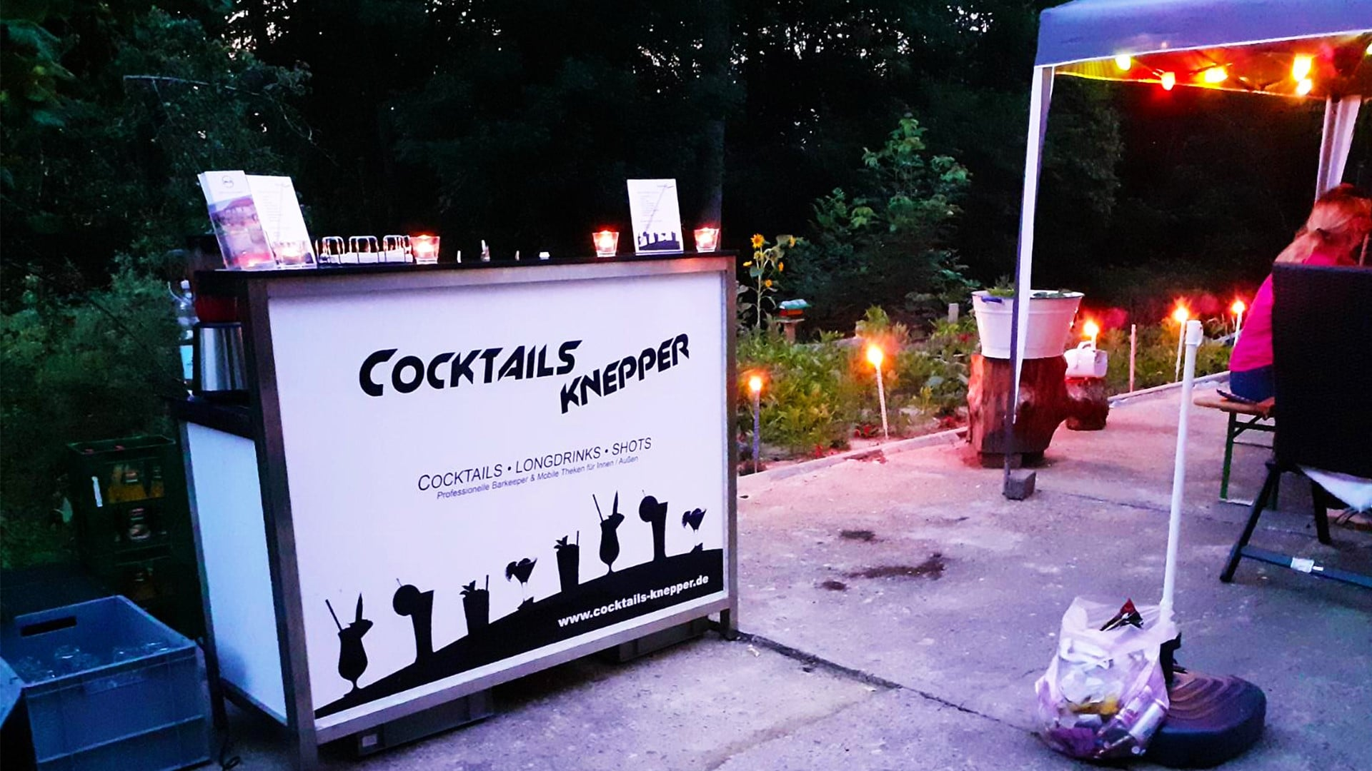 Cocktails Knepper - mobile Cocktailbar in NRW - Unsere Theke im Kerzenschein